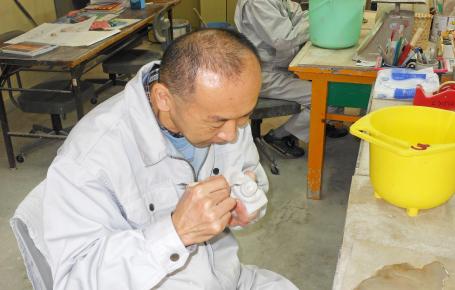 陶芸(鋳込み、手びねりによる陶芸品づくり)
